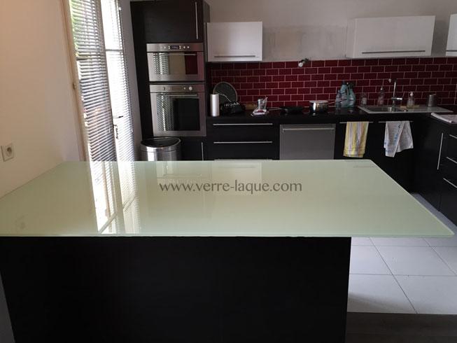 dessus de table verre trempe clair laque blanc cuisinevl verre tremp sur mesure. Black Bedroom Furniture Sets. Home Design Ideas